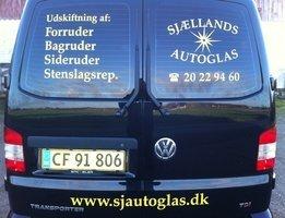 Sjællands Autoglas firmabil set bagfra
